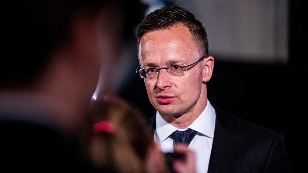 Szijjártó: Megkezdődik a magyar űrhajós kiválasztása