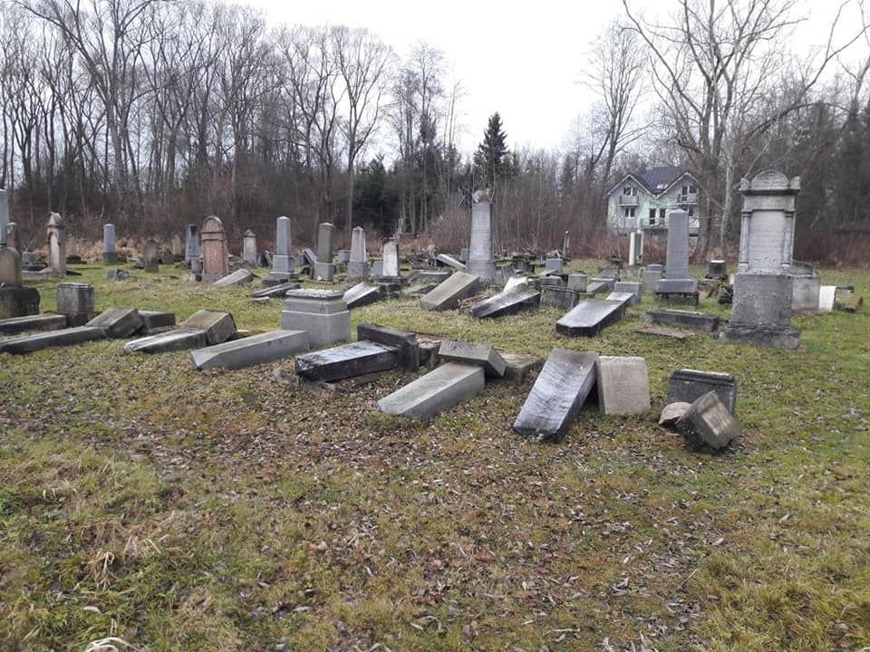 Zsidó sírokat gyaláztak meg Szlovákiában