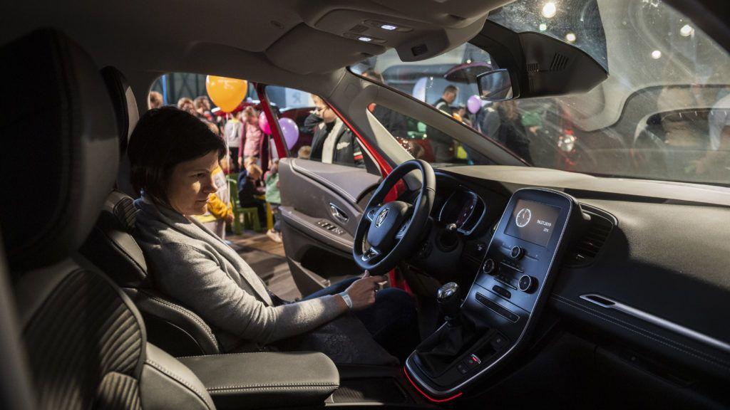 Lassú ügymenet után drágulásra panaszkodnak a nagycsaládos autóvásárlók