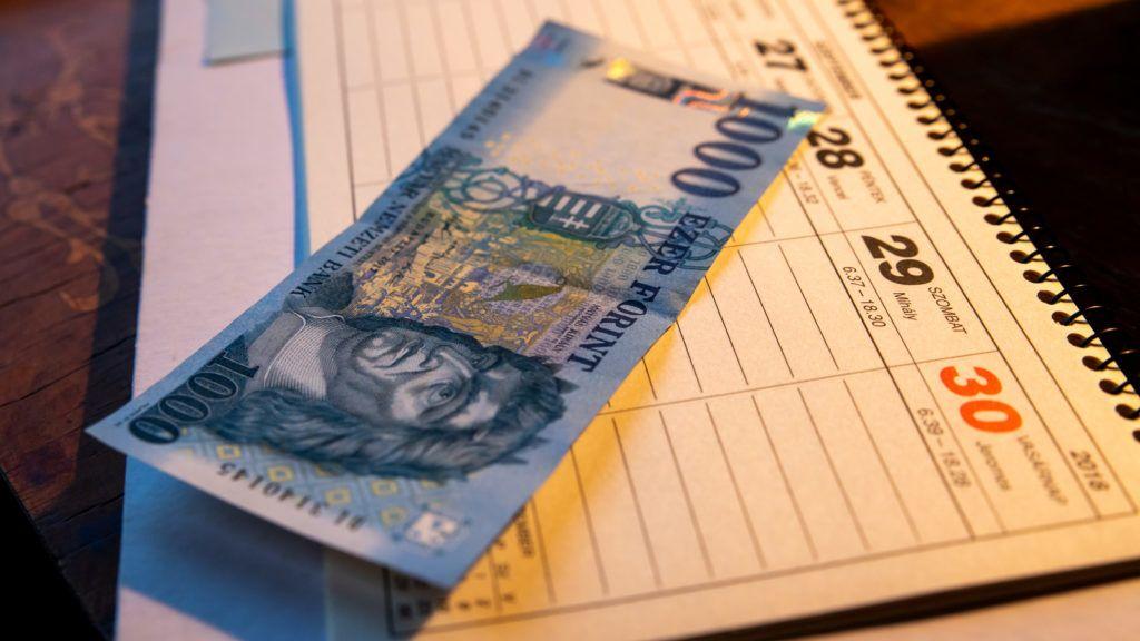 Hajszálnyira a mélypontjától a forint az MNB döntése után