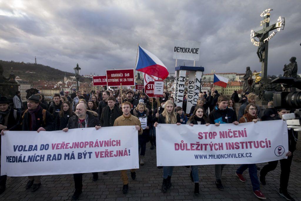 Ezrek tüntettek Prágában, hogy ne térjen Magyarország útjára Csehország