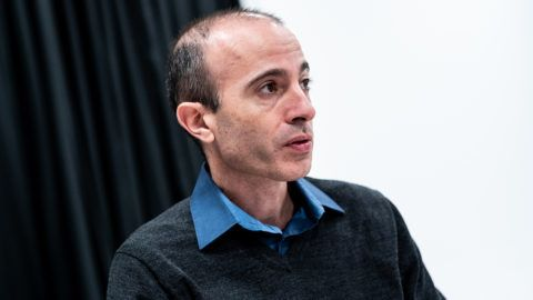 Harari: a koronavírus a szervezett munkásság teljes összeomlásához vezet