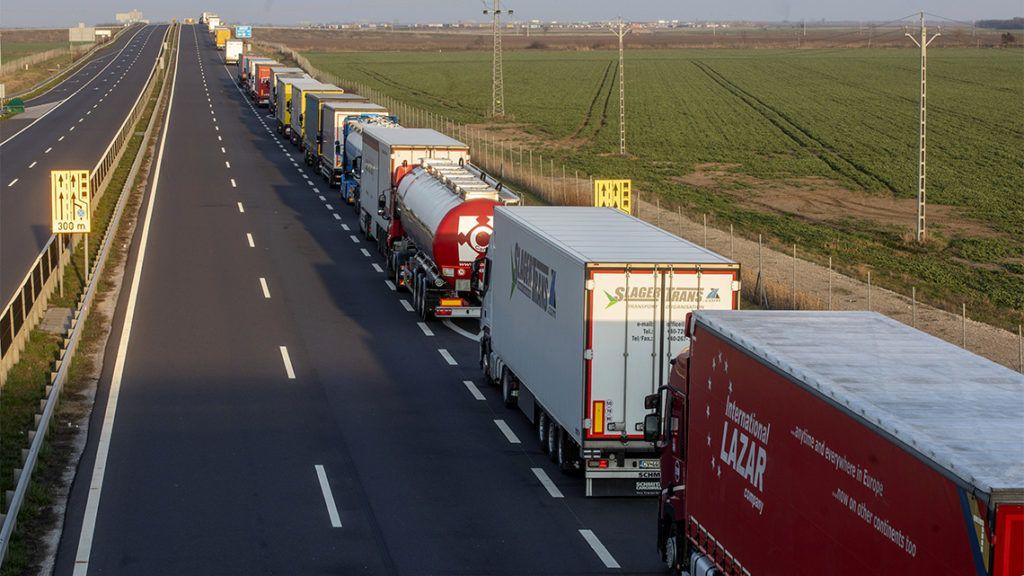 Ha minden külföldről érkező magyar kamionosnak karanténba kell mennie, akkor bajba kerül az árufuvarozás