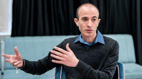 Harari: A PhD nem kötelező, de az alapvető biológiatudás igen