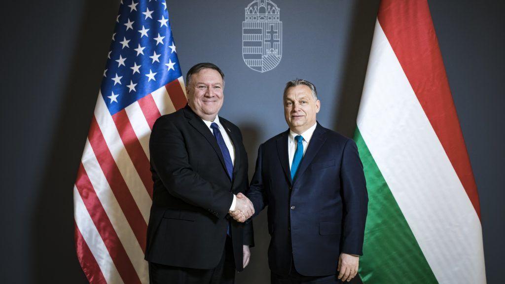 Az amerikai külügyminiszter szerint Orbán az autokrácia felé tett egy lépést a felhatalmazási törvénnyel