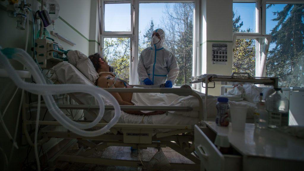 85 új fertőzöttel 980-ra nőtt a koronavírusos betegek száma, 8 új halott is van