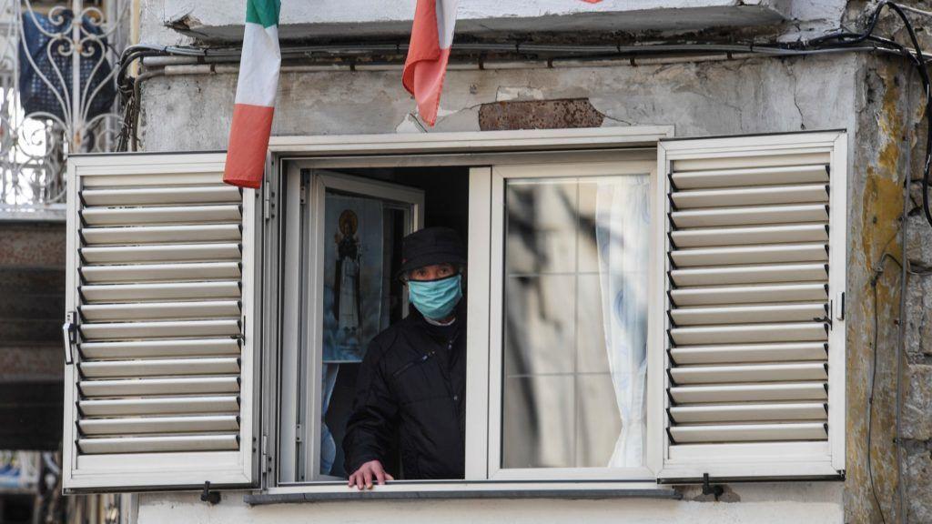 Paolo Giordano: Már az olaszok sem énekelnek az ablakból, ahhoz túl sok a halott
