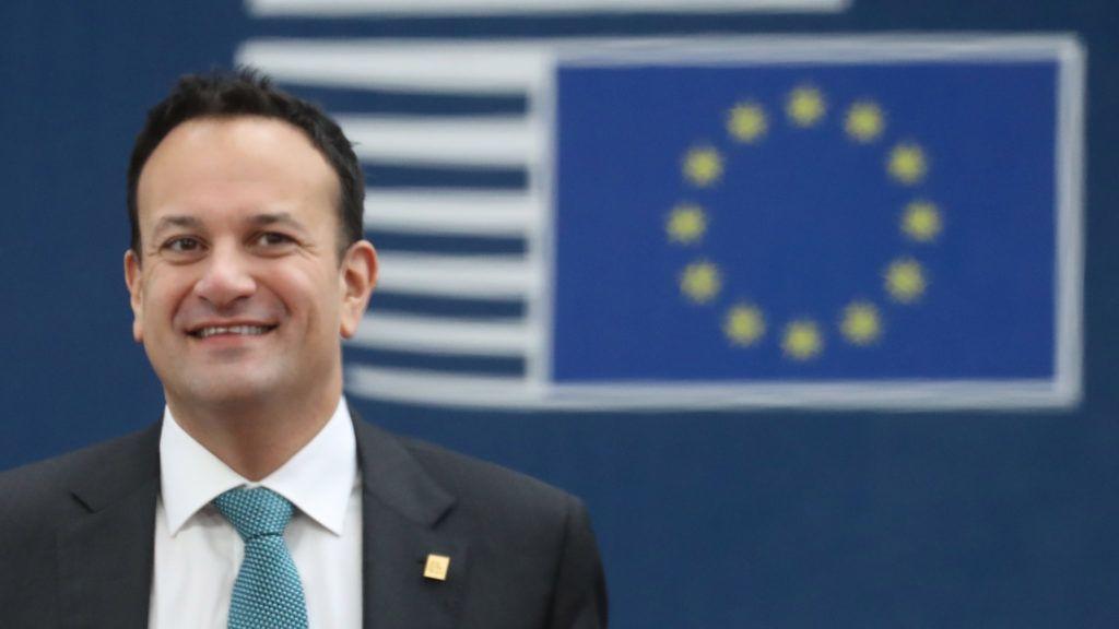 Az ír miniszterelnök orvosnak áll a járvány alatt