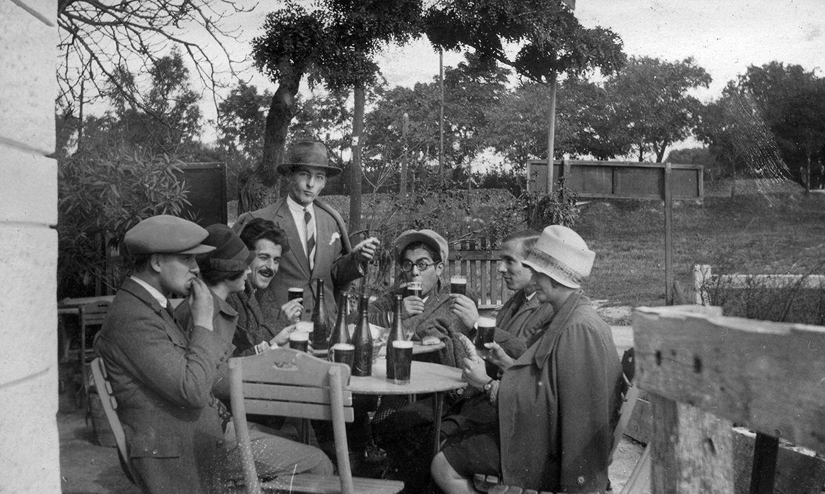 """""""Ha valaki tüsszent, amiatt is a trianoni békeszerződés a hibás"""" – így látták Magyarországot 1930-ban a Vanity Fairben"""