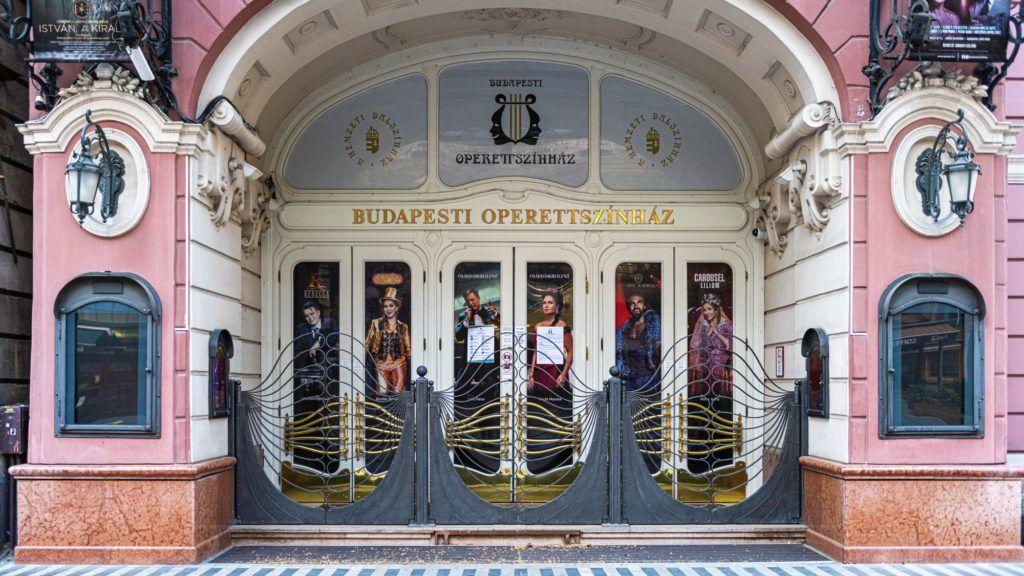 Pokoli munkahalgulatra és állandó megaláztatásra panaszkodnak az Operettszínház volt munkatársai