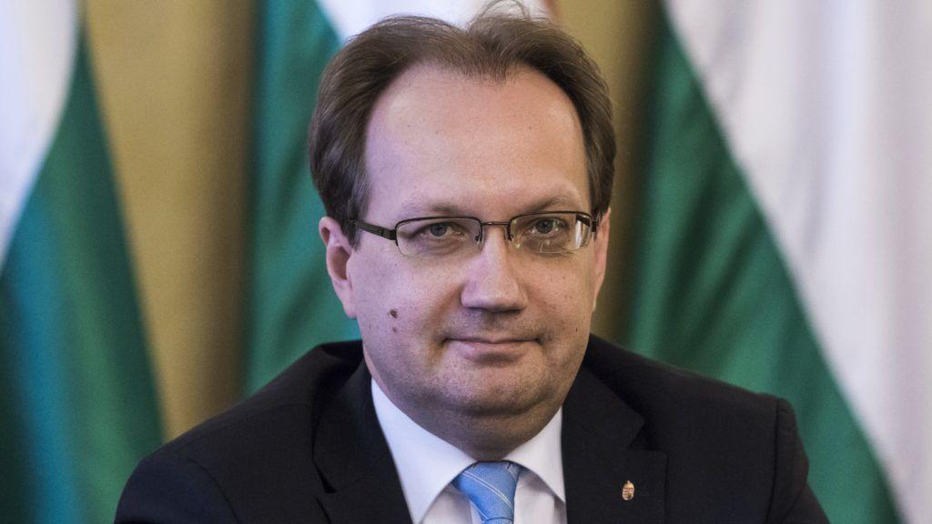 Hoppál Péter felvetette, hogy a Momentum antiszemita párt