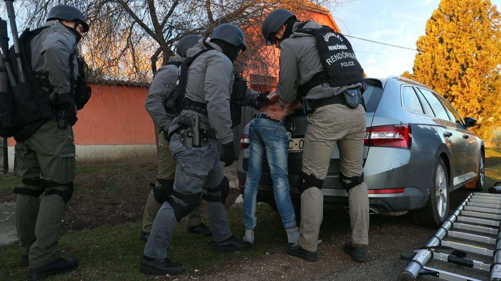 Családi bűnszervezet kényszerített prostitúcióra kiskorúakat Dunaújvárosban