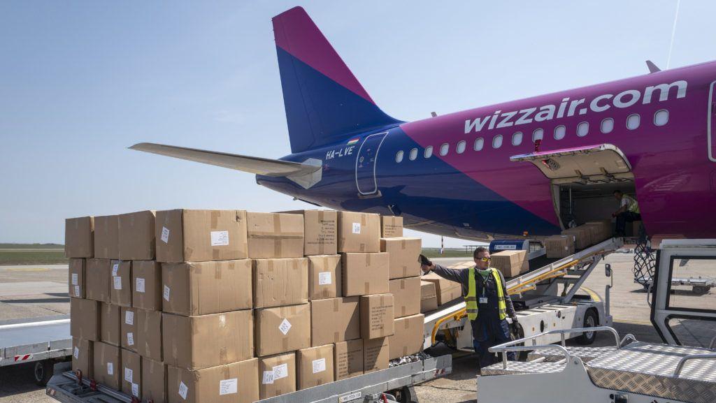 Hétmilliárdot kapott a Wizz Air a védőeszközök szállításáért