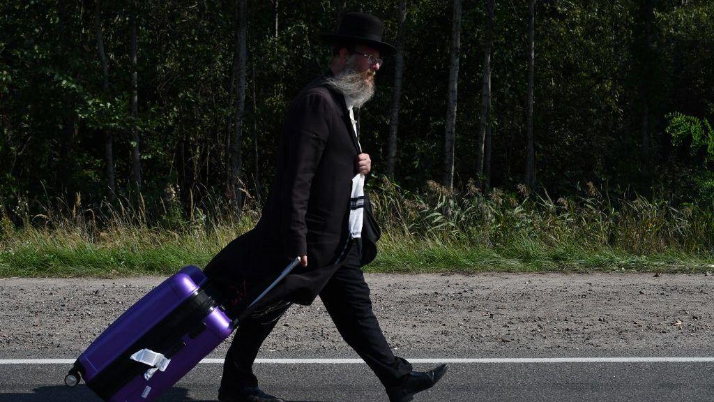 Ezernél is több haszid zsidó ragadt a fehérorosz-ukrán határon