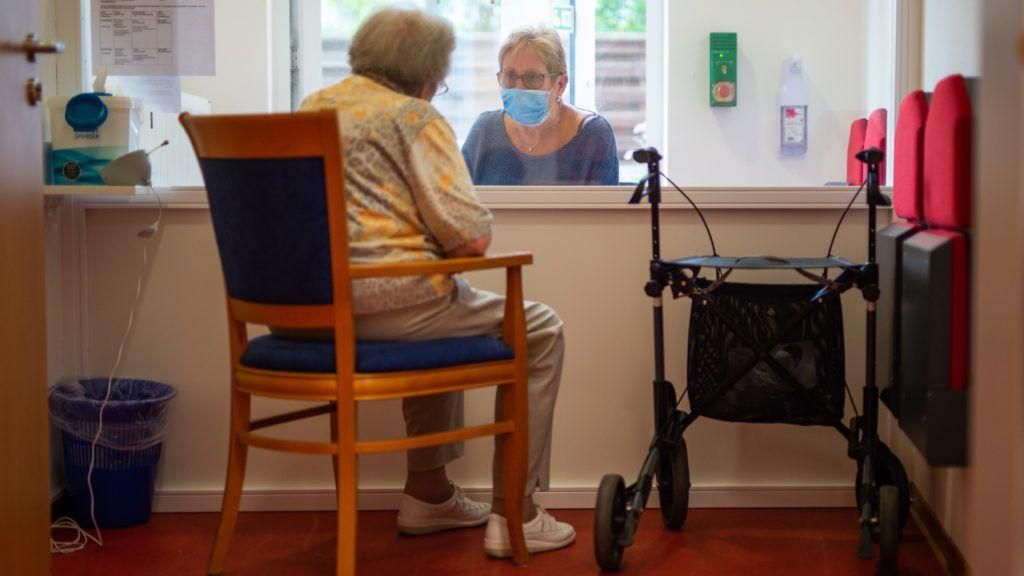 Németországban elkezdett nőni az idős fertőzöttek száma