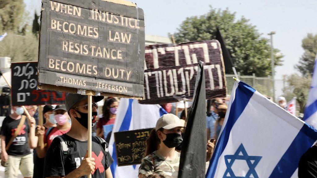 Korlátozzák a tüntetéseket Izraelben a járvány miatt