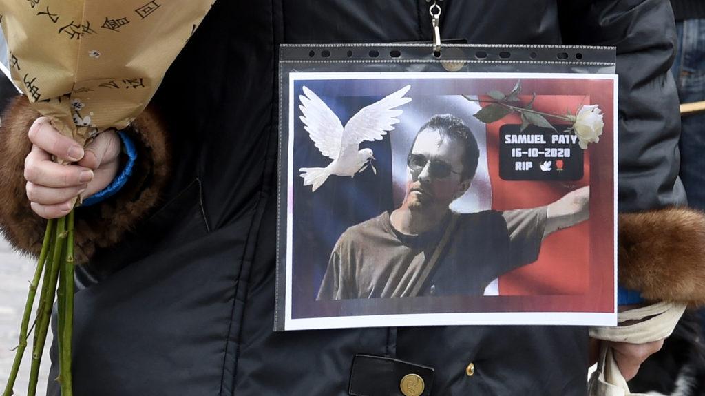 300 euróért árulták el diákjai a lefejezett francia tanárt