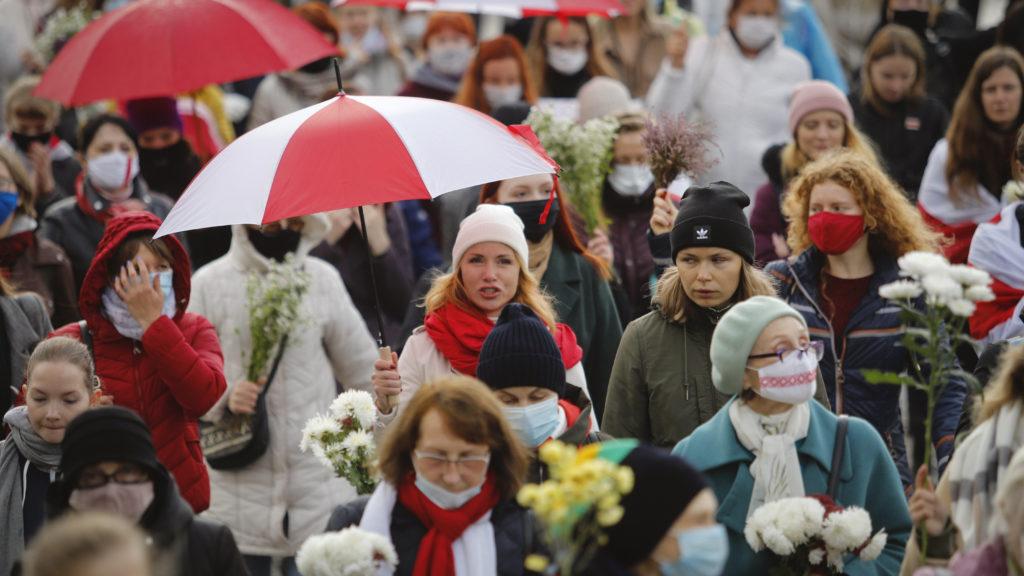 Százezres tüntetés jött össze Lukasenka ellen az ultimátum napján