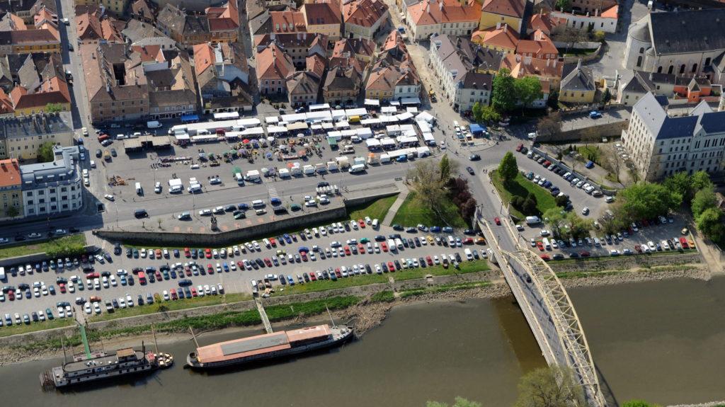 Győr belvárosában visszaütött az ingyenes parkolás: az ott ...