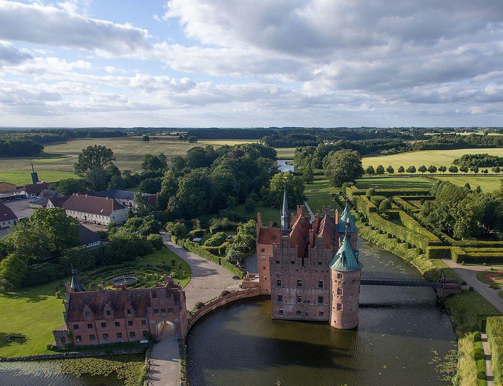A kastély a levegőből