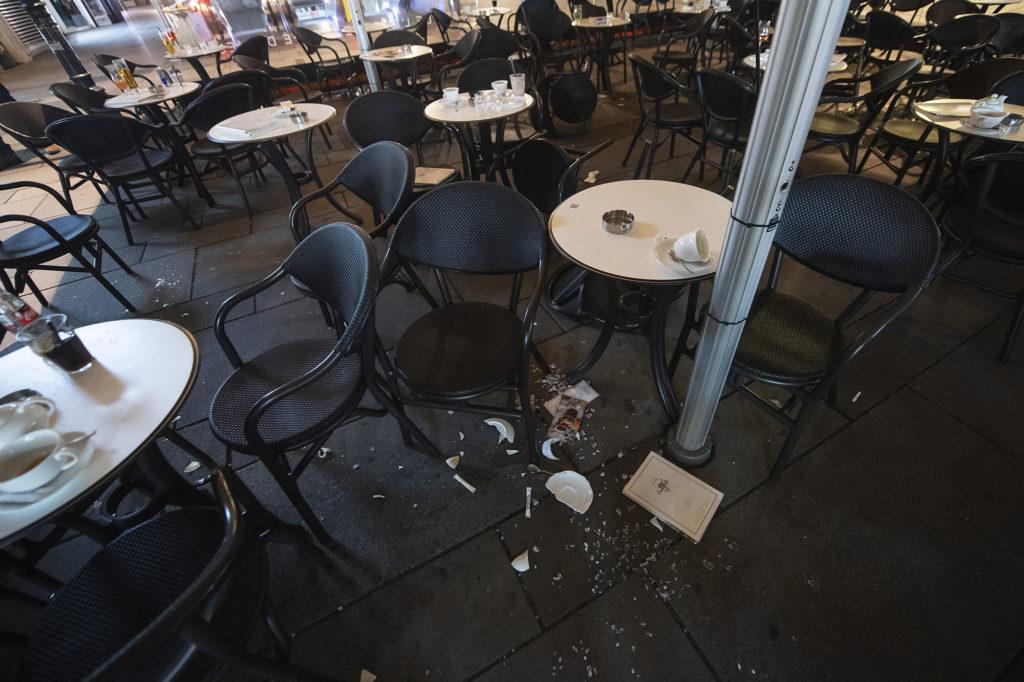 """""""Le vagyunk fagyva, ez hogy történhetett meg itt"""" – Bécsben élő magyarok a terrortámadásról"""