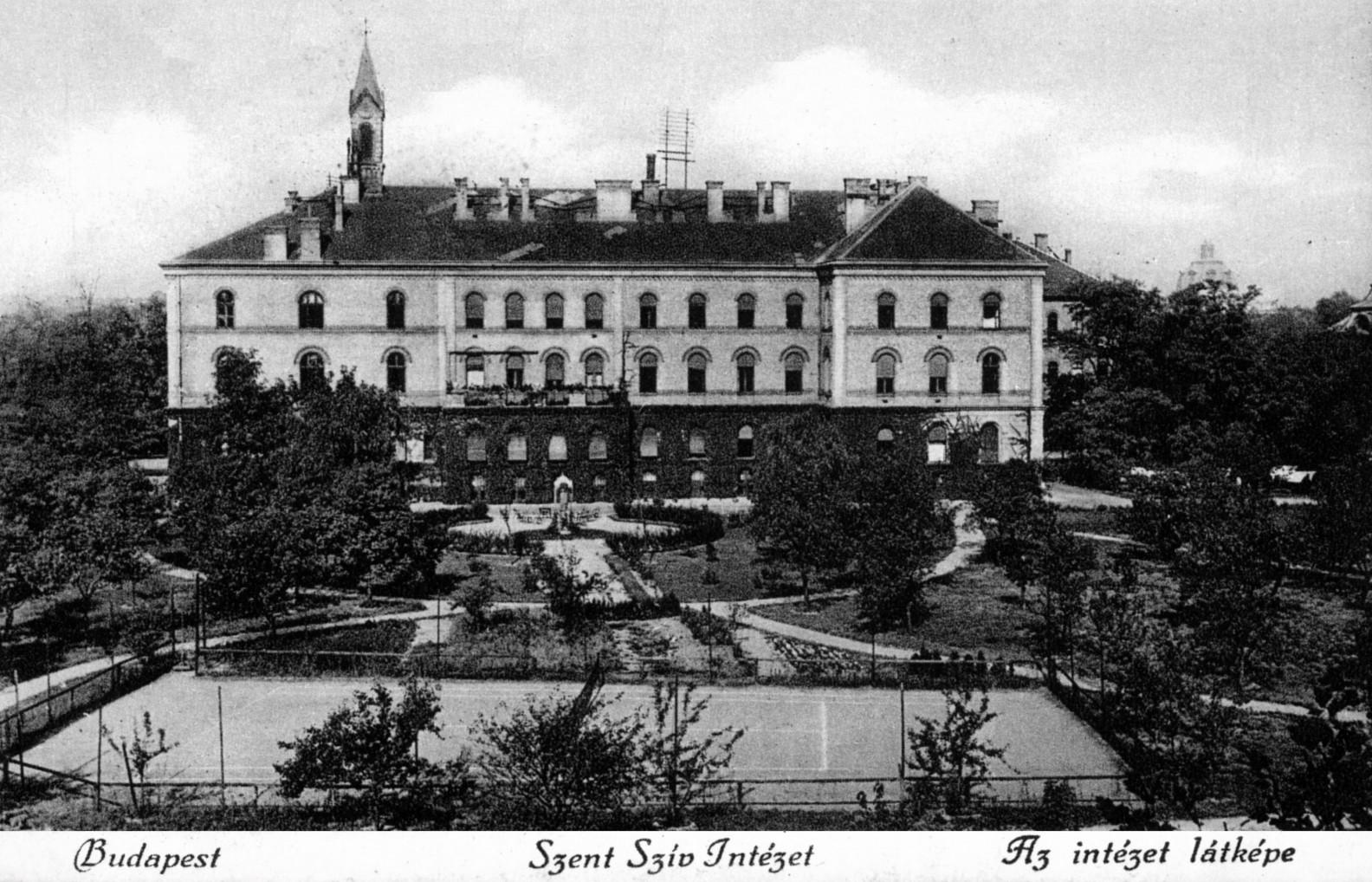 Az épület képe egy századfordulós képeslapon.