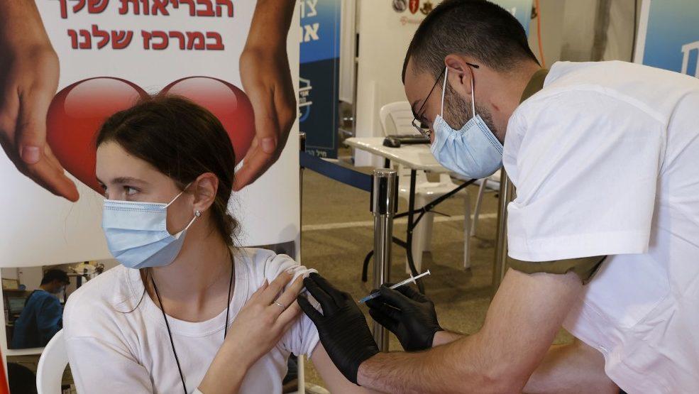 Egy nap alatt 150 ezer embert oltottak be Izraelben