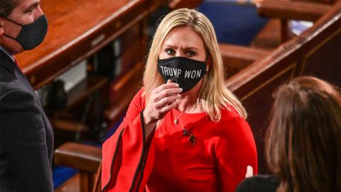 Republikánus képviselő: a koronavírus biológiai fegyver, mert az evolúció nem létezik