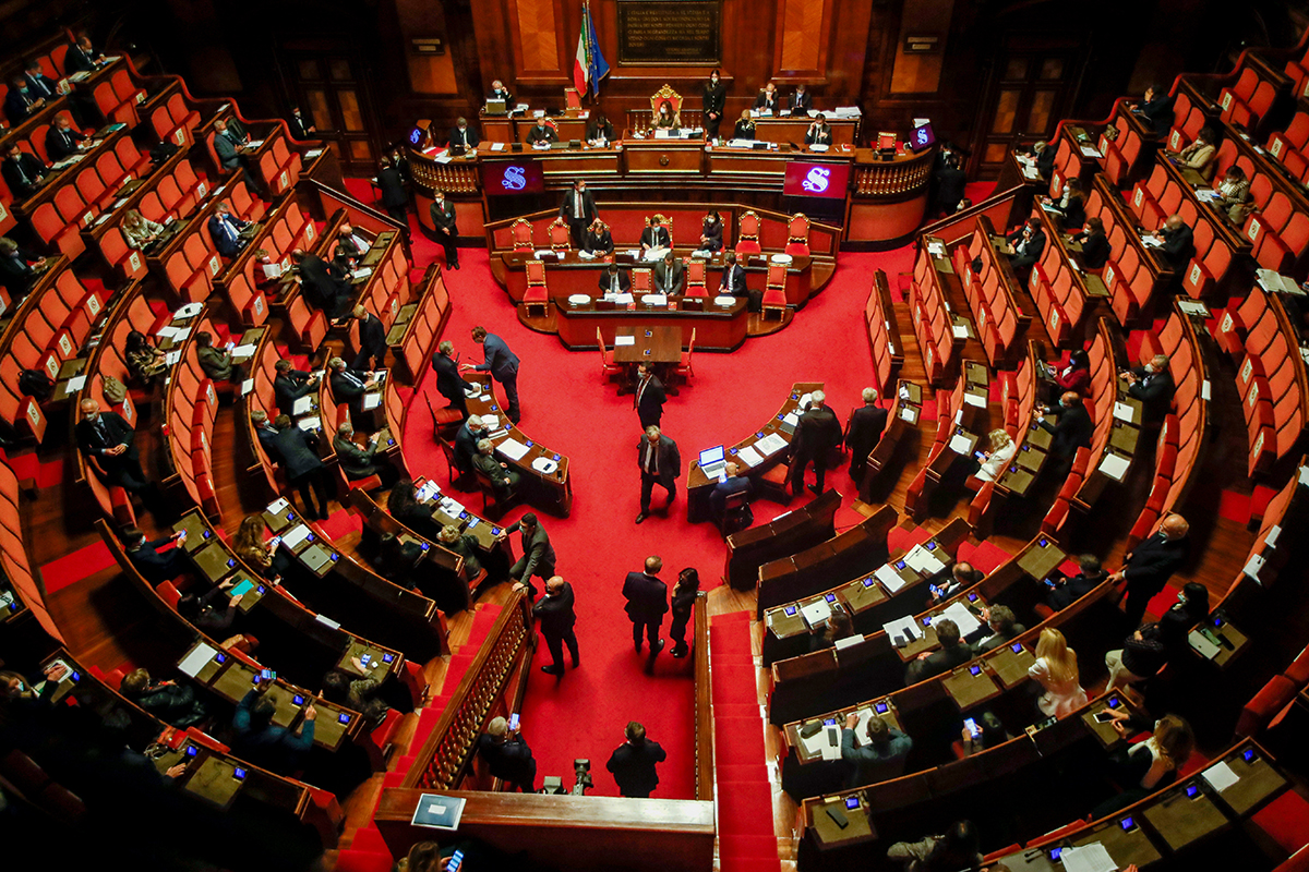 Bizalmat szavaztak Conténak, de ettől még nincs biztonságban a kormánya