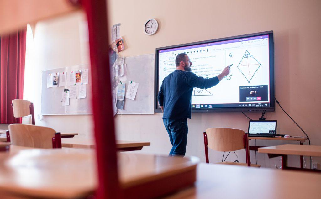 Egy felmérés szerint majdnem minden ötödik pedagógus elkapta a koronavírust