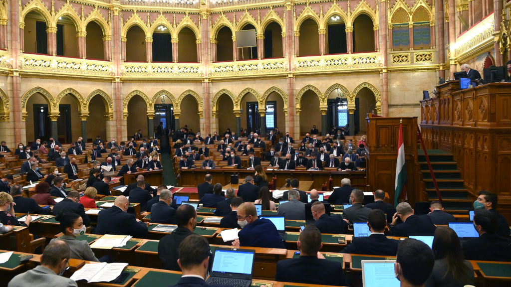 Rendkívüli parlamenti ülést kezdeményez az ellenzék