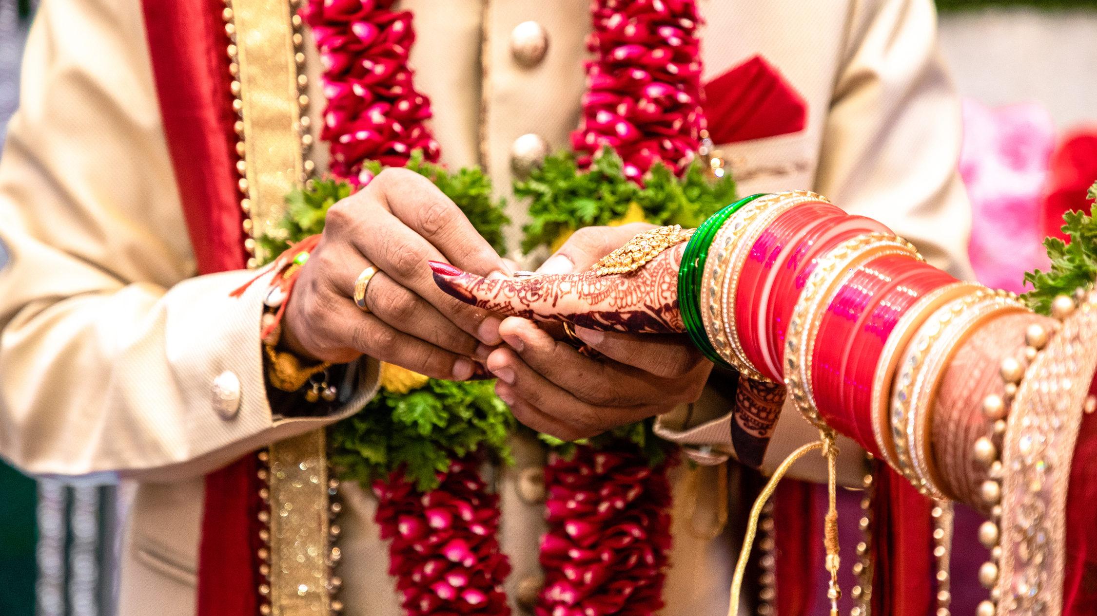 játék találkozik esküvő