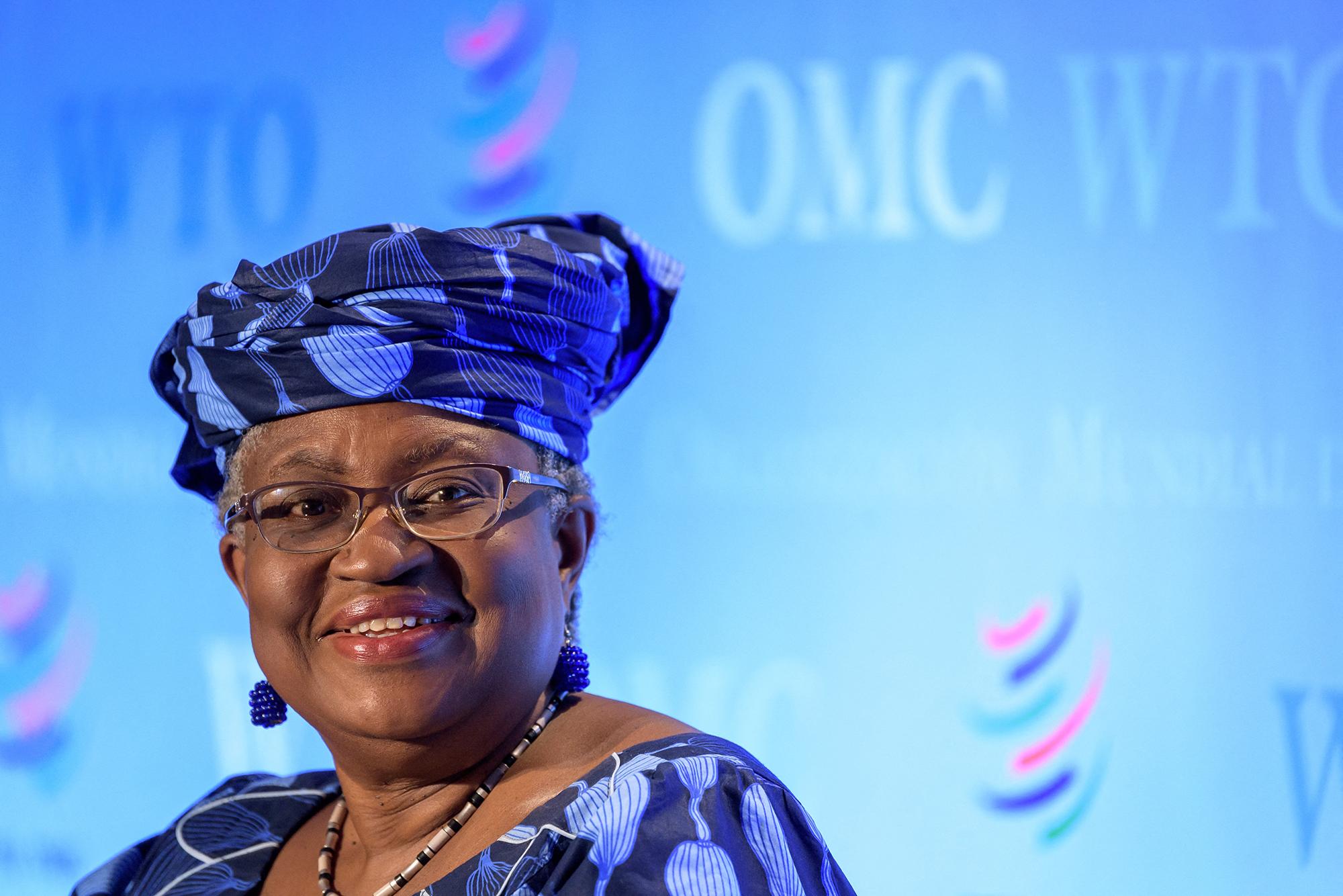 tárgyaló afrikai nő párizsban