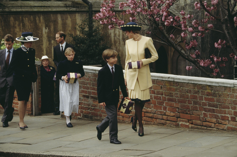 Diana hercegné és Vilmos herceg 1992-ben, a Szent György-kápolna előtt.