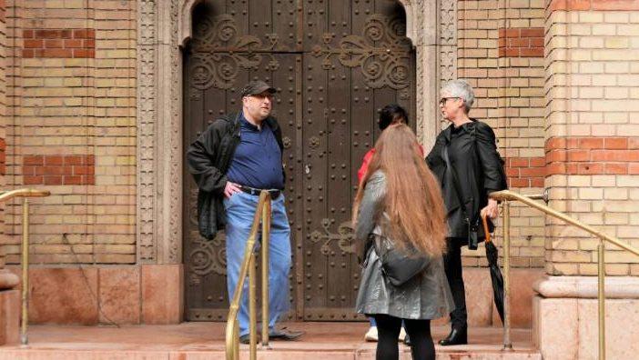 Jamie Lee Curtis meglátogatta a Dohány utcai zsinagógát