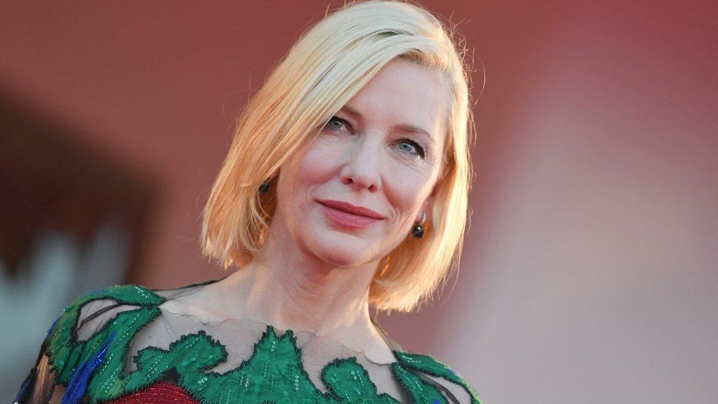 Cate Blanchett Budapesten tetováltatott
