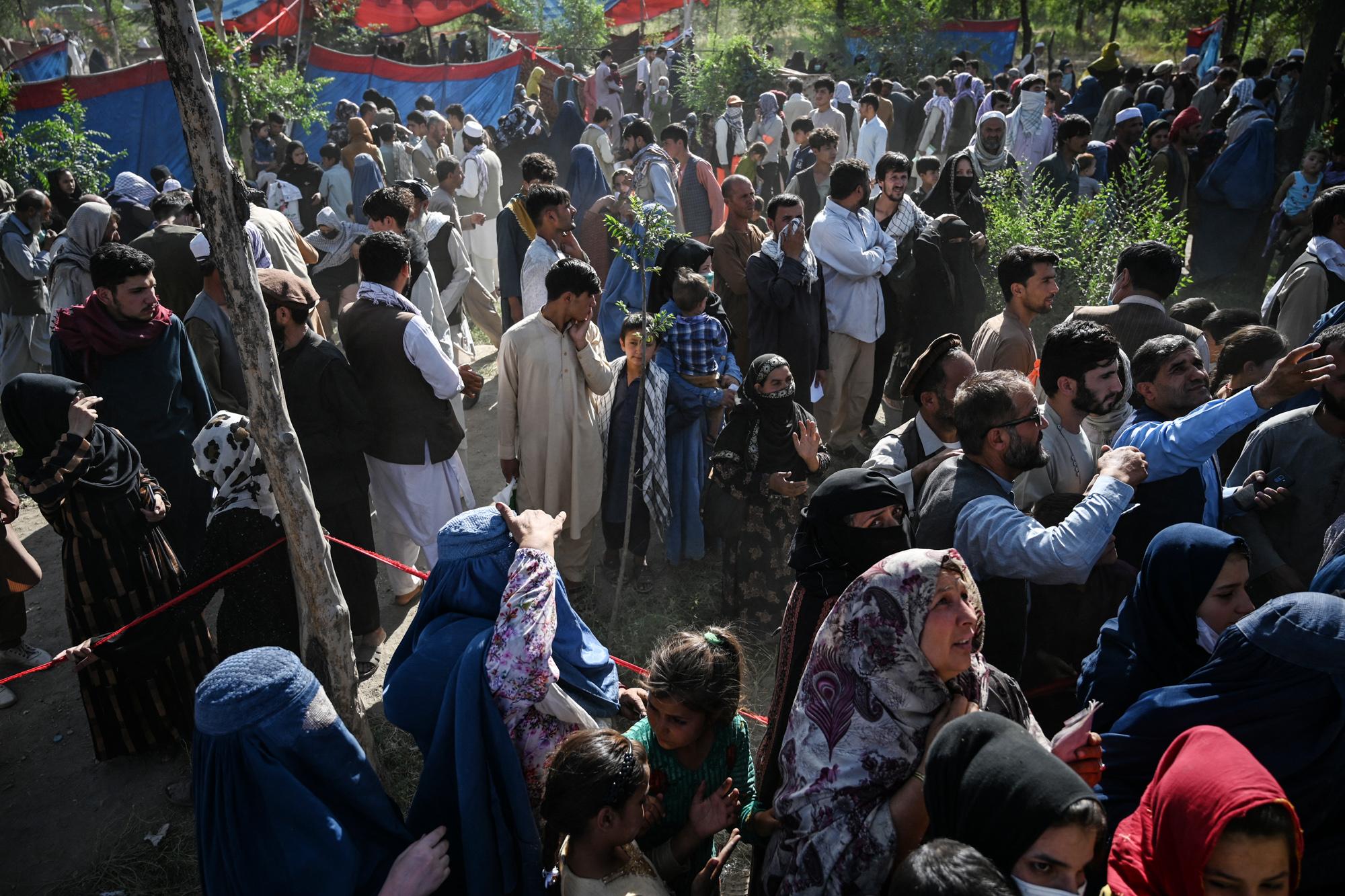 A tálibok csapása árnyékában a koronavírus is fenyegeti az afgán menekülteket