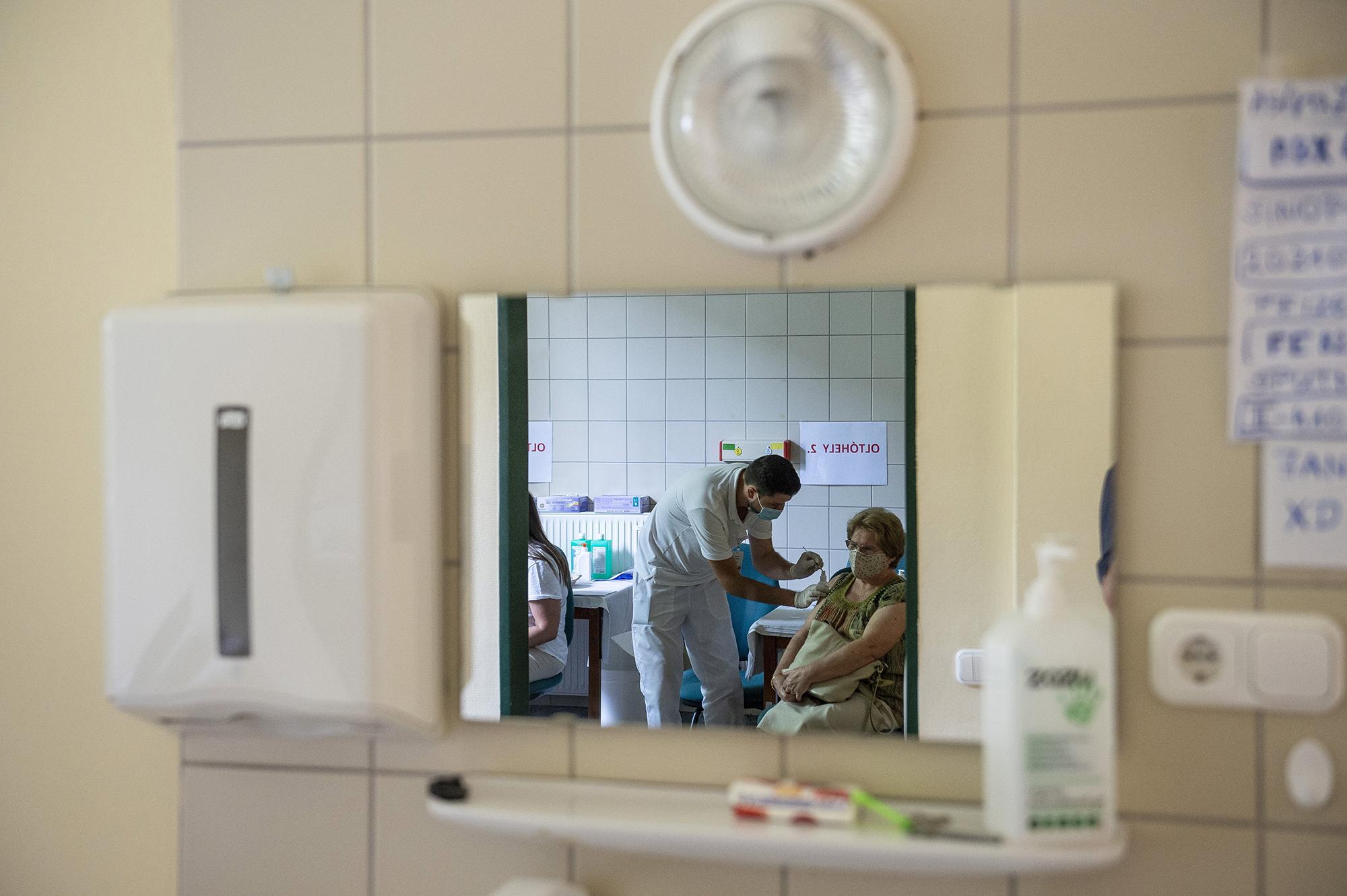 Delta: csökkent a vakcinák fertőződés elleni hatásossága