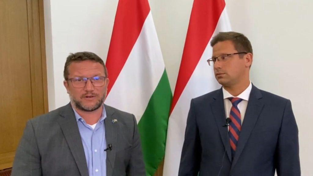 Kormánypárti és ellenzéki politikus tartott közös sajtótájékoztatót, dícséret is elhangzott