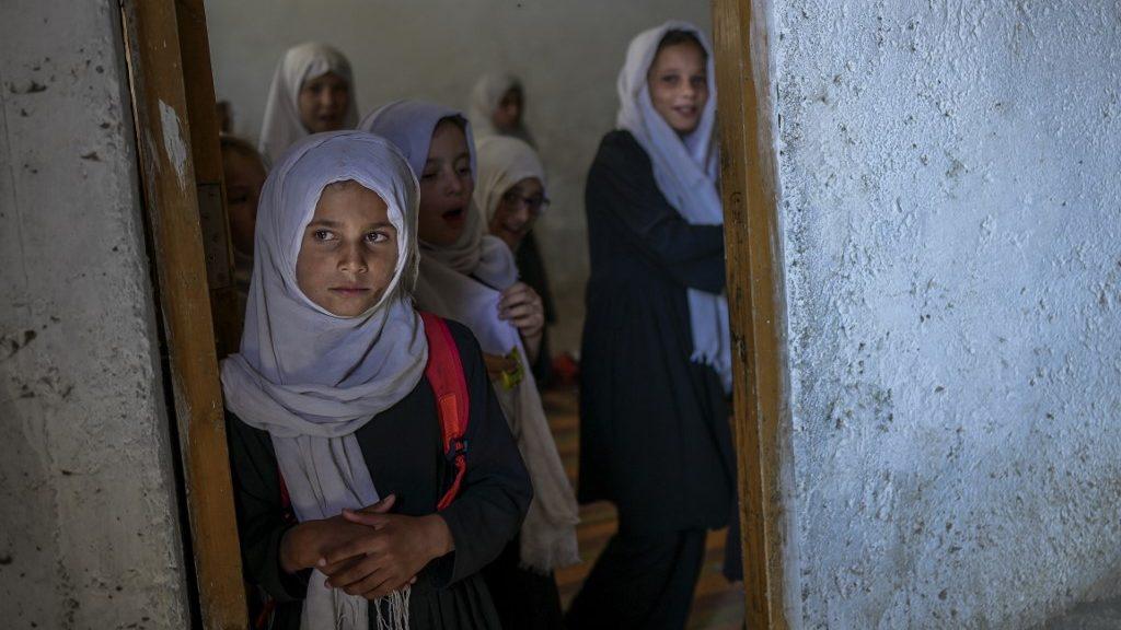 Nem mehetnek vissza az iskolába a felsős afgán lányok