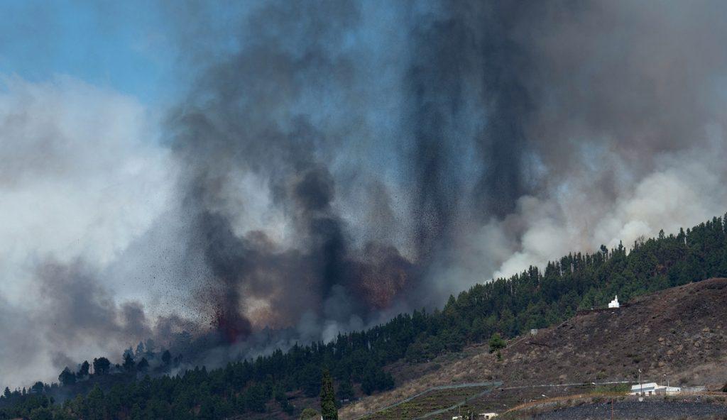 Negyven embert kellett kitelepíteni egy vulkánkitörés miatt a Kanári-szigeteken