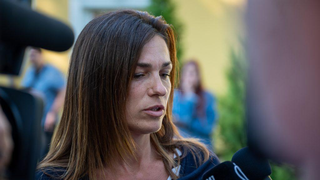 Nemzetközi hisztériakeltést emleget a kérdések elől elsétáló Varga Judit