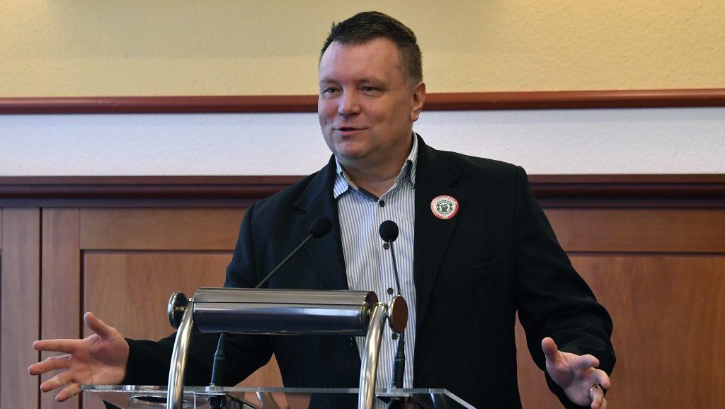 Lemond a Magyar Szakszervezeti Szövetség elnöke, belép a DK-ba
