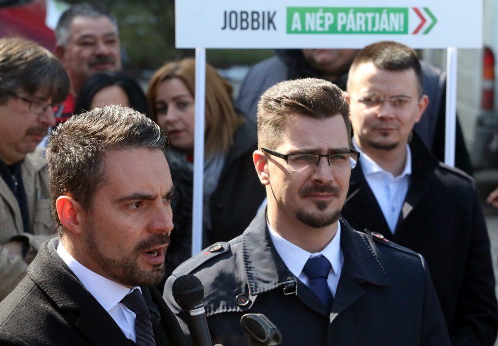 Ózd alpolgármestere állítja, nem náci karlendítést mímelt, hanem integetett egy fotón