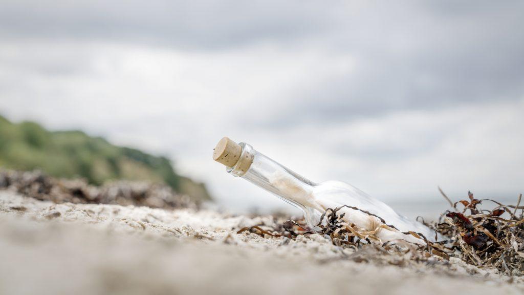 37 év és több ezer kilométernyi utazás után találtak meg egy palackpostát