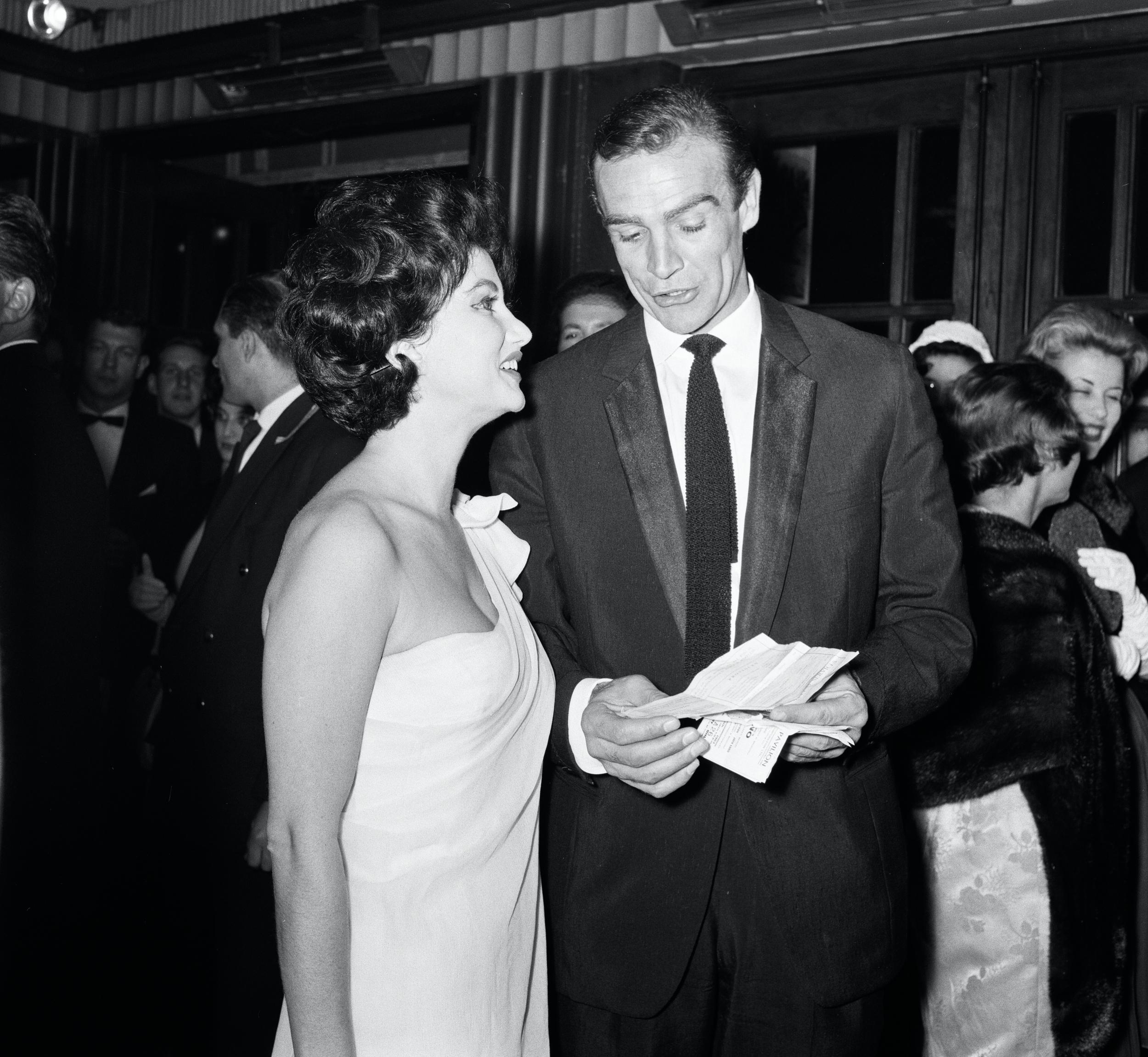 Így váltak egyre grandiózusabbá a Bond-filmek premierjei – 25 bemutató képekben