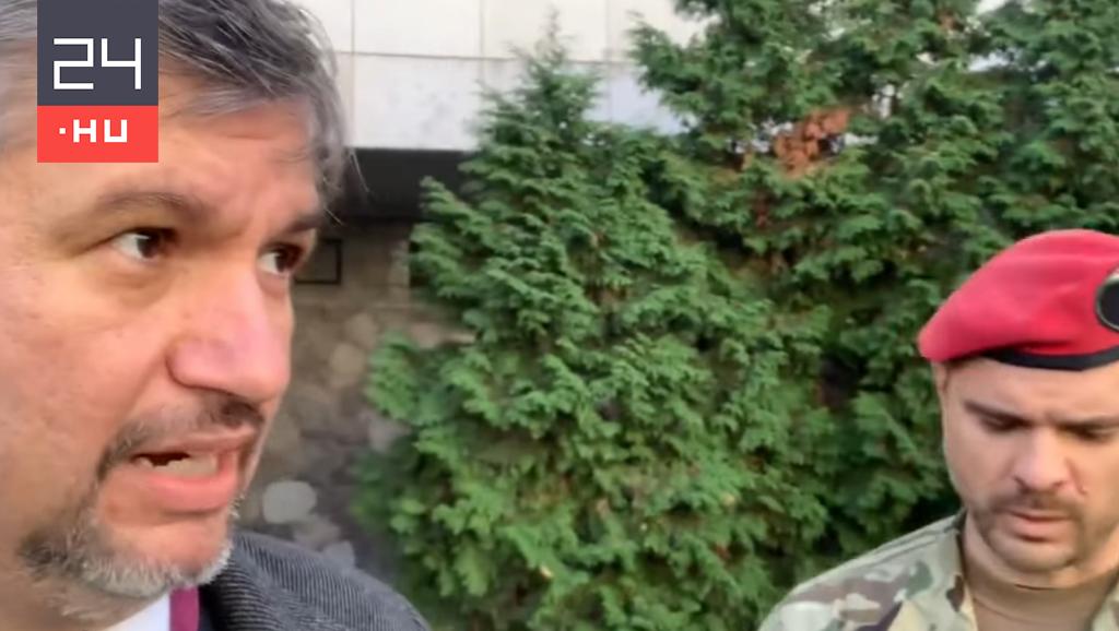 Hadházyt kiküldték a HM-ből, amikor Orbán római repülőútjának dokumentumait akarta megnézni