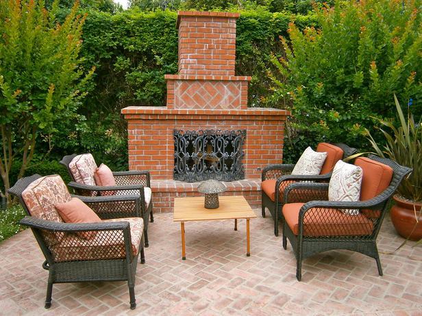 diy-outdoor-fireplace-in-backyard.jpg