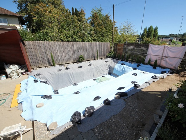 Meg lmodt k a kerti tavat s j l tett k hogy for Pool placement in yard