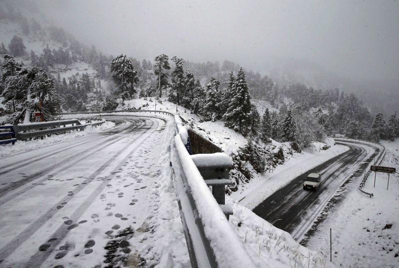 Pamplona, 2016. november 6. Friss hóval borított táj az észak-spanyolországi Navarra tartomány fõvárosa, Pamplona közelében 2016. november 6-án. (MTI/EPA/Jesus Diges)